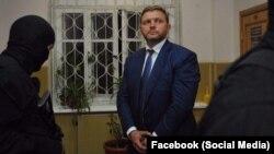 Никита Белых в момент задержания