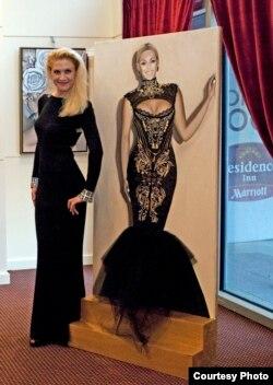 Оксана Танасів зі своєю картиною «Бейонсе»