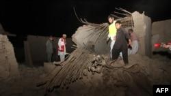 خسارات وارده به یک خانه در سراوان پس از یکی از پسلرزهها. ۱۶ آوریل ۲۰۱۳.