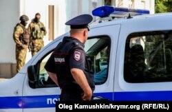 Обшук у приміщенні Меджлісу в Сімферополі, вересень 2014 року