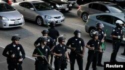 Poliţia la protestele provocate de verdictul în cazul Zimmerman la Los Angeles, California