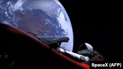 Tesla Roadster після того, як ракета Falcon Heavy доставила його на орбіту навколо Землі, 6 лютого 2018 року