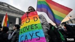 Демонстрация в защиту прав геев в Санкт-Петербурге, 2 ноября 2013 года. Иллюстративное фото.