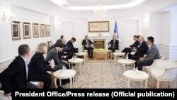 Takimi ndërmjet presidentit Hashim Thaçi dhe delegacionit nga Franca dhe Gjermania.