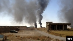 Smoke rises from Iraq's Baiji oil refinery during clashes between Islamic State fighters and Iraqi forces in late July. (file photo)