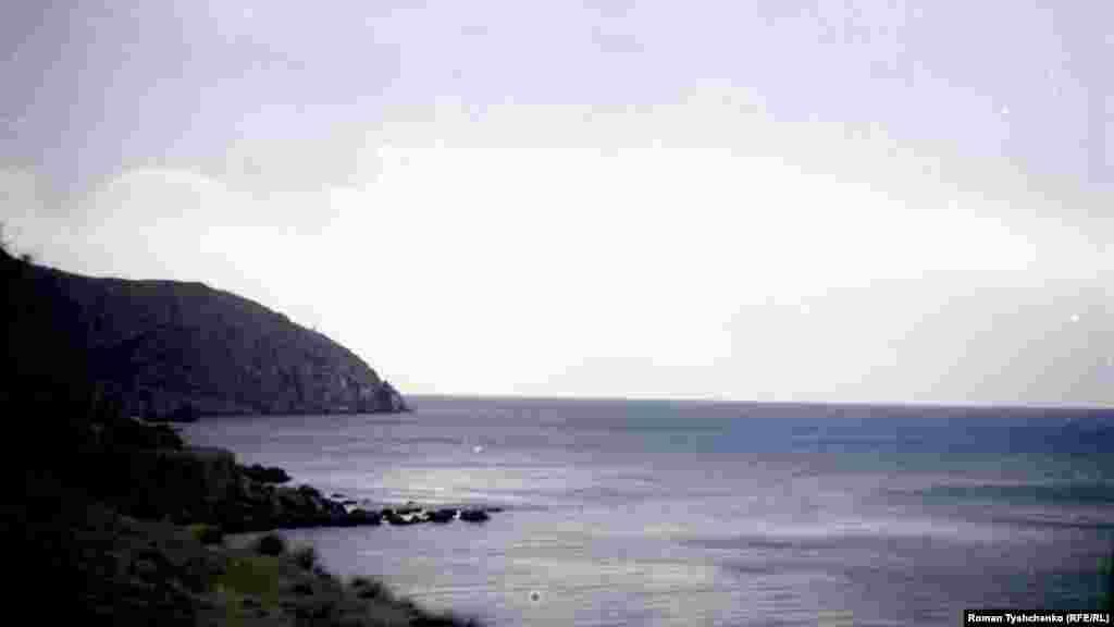 Довжина узбережжя мису – приблизно 16 кілометрів. Більша його частина – ненаселена і майже без рослинності, крім фісташок дерев