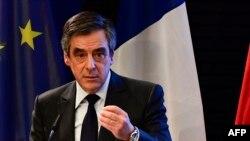 Republikanski kandidat Francois Fillon u centru korupcionaškog skandala zajedno sa suprugom