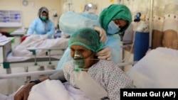 بیماران کرونا در شفاخانه افغان جاپان