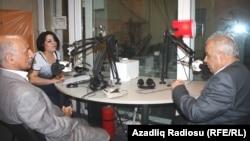 Sağdan sola: Firuz Mustafa, Atababa İsmayıloğlu və proqramın aparıcısı Şahnaz Bəylərqızı