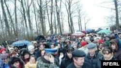 Мешканці двох сіл заблокували під'їзди до військового містечка