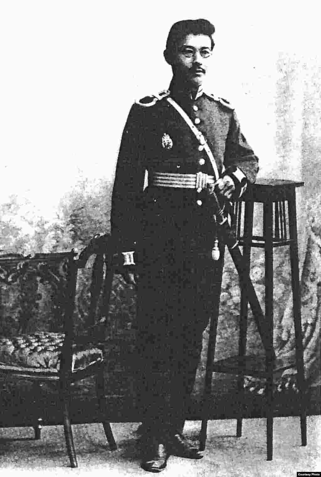 """Халел Досмұхамедұлы (1883-1939), """"Алаш"""" қозғалысының қайраткері, дәрігер, ұстаз, ғалым. «Қазақ» газеті авторларының бірі."""