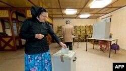 Голосование на одном из избирательных участков в городе Писковиц в Восточной Германии. 22 сентября 2013 года.
