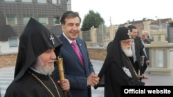 Georgia - Georgian President Mikheil Saakashvili meets with the supreme heads of the Georgian and Armenian Churches, 10Jun2011.