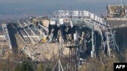 Рештки нового терміналу Донецького аеропорту після чергового обстрілу з боку сепаратистів, фото 9 жовтня 2014 року