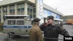 Театральный центр на Дубровке в дни кризиса с захватом заложников. Москва, 26 октября 2002 года.