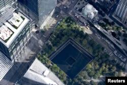 """""""Ground Zero"""" memorialul de la New York pentru victimele atentatelor teroriste din 9 septembrie 2001, 15 august 2021."""