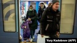 Călătorii cu metroul moscovit se tem de contaminare, 13 martie 2020