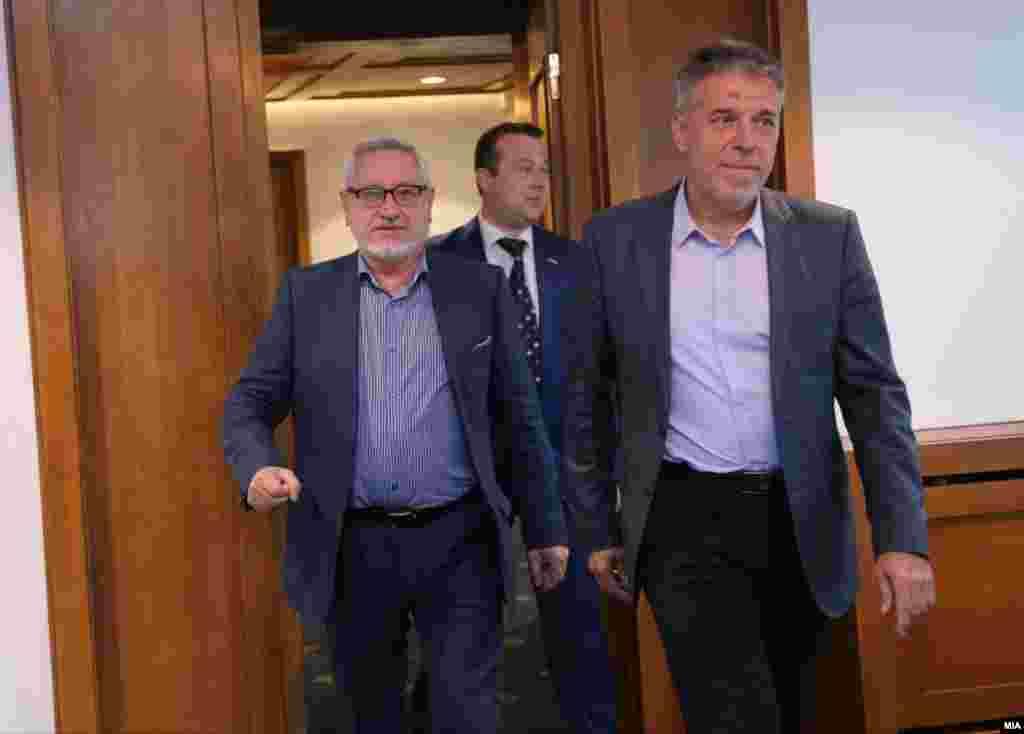 СЕВЕРНА МАКЕДОНИЈА / БУГАРИЈА - Секогаш ќе има дебати за идентитетот на Гоце Делчев и во Македонија и во Бугарија, со оглед на неговото место во пантеонот на националните херои. Ако постои добра волја од двете страни, може да се постигне резултат. Еден начин е мултиперспективноста. Двете гледишта за Гоце Делчев мора да постојат паралелно. И тоа нема да биде пречка тој да се слави од двете страни, рече проф. Драги Ѓоргиев, копретседавач од македонска страна во историската комисија на Северна Македонија и Бугарија, пренесе МИА