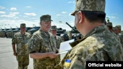 Президент України Петро Порошенко. Чугуїв, Харківська область, 22 серпня 2015 року