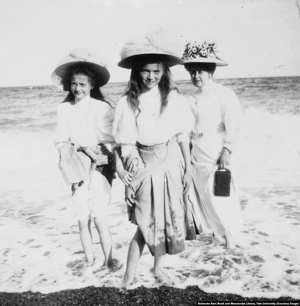 Anna Vyrubova (right) wading at the beach with Grand Duchesses Tatyana and Olga. After the family was murdered, Anna, a close friend of the royal family, was able to flee Soviet Russia with six albums containing these photographs.