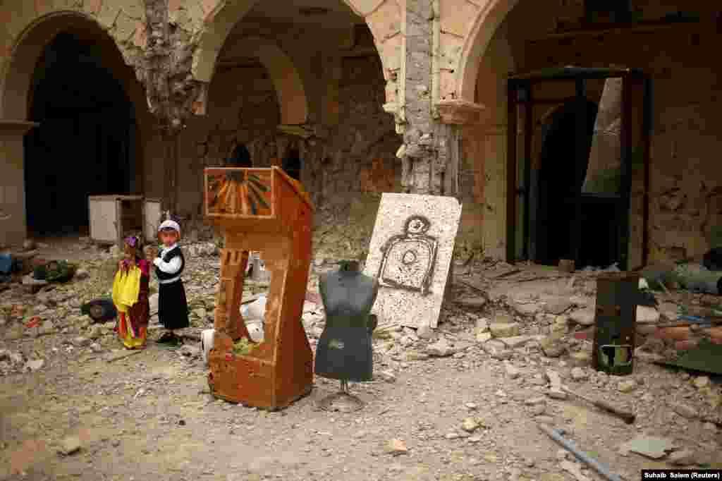 Зруйнаваны хрысьціянскі храм у горадзе Каракош, адбітым праўрадавамі сіламі ад ісламістаў, 9 красавіка
