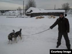 Ростислав Панченко в Великорецком с собакой Вьюнком
