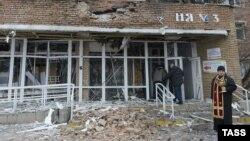 Будівля лікарні після обстрілу, ілюстраційне фото
