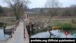 Мостик через Кальмиус, соединяющий Старомарьевку и Гранитное