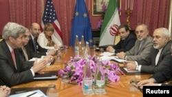 Sekretari amerikan i Shtetit, John Kerry me ministrin e jashtëm të Iranit, Javad Zarif