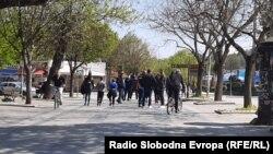 Луѓе шетаат на Шеталиштето во Битола