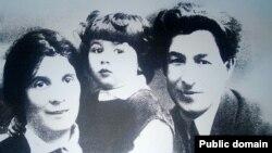 Abdulla Lâtif-zade ömür arqadaşı ve oğlu ile