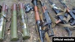 Арсенал зброї, знайденої на Луганщині, 11 жовтня 2015 року (фото з сайту СБУ)