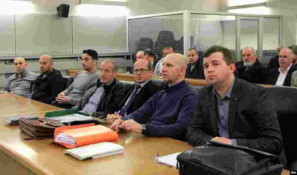 МАКЕДОНИЈА - Со преслушување на 25 снимени разговори, т.н. бомби на СДСМ, во Основниот кривичен суд во Скопје се одржа новото рочиште за судењето за петкратното убиство кај Смилковско Езеро, познато како предмет Монструм на СЈО. Следното рочиште е закажано за 4 октомври.