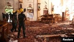 На месте взрыва в одном из католических храмов.