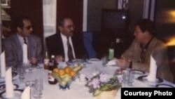 Справа налево: Иосиф Кобзон, Иса Гамбар, Рамис Юнус. Фото из архива Р.Юнуса, 1994