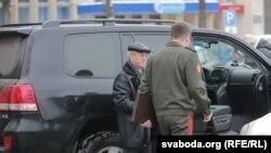Міністэрства абароны міністр абароны Беларусі Андрэй Раўкоў (справа), архіўнае фота