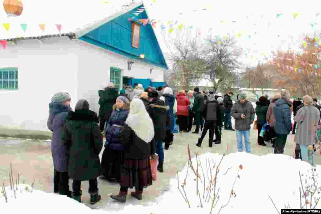 Храм святого великомученика Дмитрия Солунского не вмещал всех прихожан.