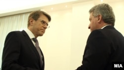 Shefi i BE-së në Maqedoni Samuel Zhbogar dhe presidenti i Maqedonisë Gjorge Ivanov