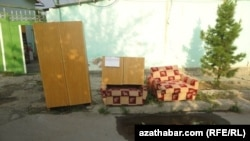 Many Ashgabat residents of homes to be demolished end up selling their belongings in the street, when they are evicted with little or no notice.