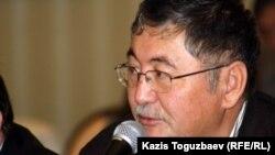 """Главный редактор газеты """"Жас Алаш"""" Рысбек Сарсенбай. Алматы, 9 января 2012 года."""