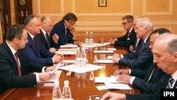 претседателот на Молдавија Игор Додон на средба со странски амбасадори во Кишињев, 29.05.2017.
