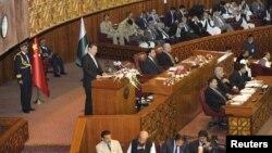 Сі Цзіньпін виступає на спільній сесії обох палат парламенту Пакистану, Ісламабад, 21 квітня 2015 року