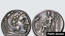 По мнению специалистов, обнаруженный клад из 472 серебряных монет является крупнейшим за весь период раскопок на территории Швеции