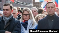 Russian opposition politicians Ivan Zhdanov (left to right), Lyubov Sobol, and Aleksei Navalny attend a rally in 2020 to mark the fifth anniversary of opposition politician Boris Nemtsov's assassination.