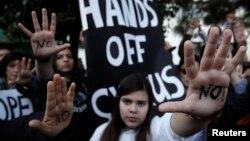 Կիպրոս - Բողոքի ցույց խորհրդարանում քննարկվող օրենսդրական նախաձեռնության դեմ, Նիկոսիա, 18-ը մարտի, 2013թ.