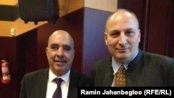 رامین جهانبگلو (راست) در کنار عبدالستار بن موسی