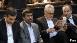 از راست: محمدرضا رحیمی، محمود احمدی نژاد و اسنفدیار رحیم مشایی
