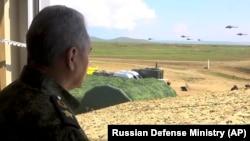 Ministrul rus al apărării Sergei Șoigu în Crimeea. 22 aprilie 2021
