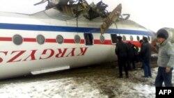 Ош аэропортуна конуп жатканда кырсыктаган Ту-134 учагы. 2011-жылдын 28-декабры.