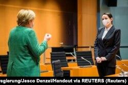 Бывший кандидат в президенты Беларуси Светлана Тихановская на встрече с канцлером Германии Ангелой Меркель. Берлин, 6 октября